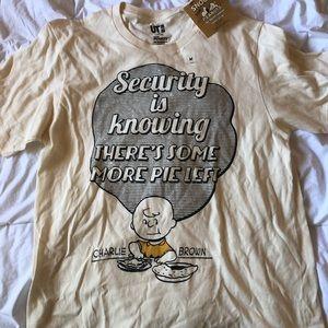 Uniqlo peanuts t shirt